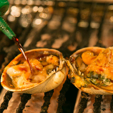 Grilled jumbo asari clams