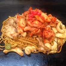 Yakisoba noodles with pork and kimchi