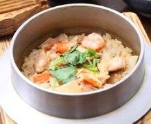 Locally-raised chicken kamameshi (pot rice)