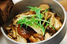 Mushroom kamameshi (pot rice)