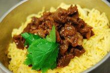 Simmered beef kamameshi (pot rice)