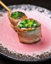 Grilled pork wrapped yamato-mana skewer