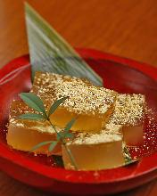 Kudzumochi (arrowroot-starch dumpling)