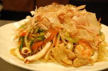 Spicy gomoku yakisoba noodles