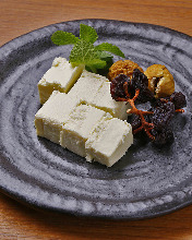 Sake lees cream cheese and dried fruits