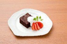 Burdock gâteau au chocolat and vanilla ice cream