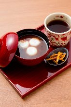 Matcha shiratama zenzai (sweet red bean soup with rice flour dumplings and matcha)