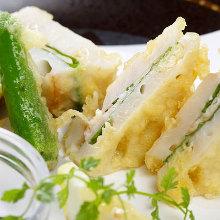 Deep-fried shrimp-stuffed lotus root