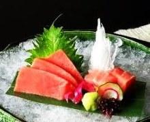 Chutoro (medium fatty tuna) sashimi