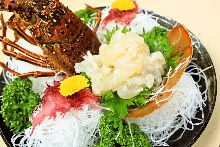 Spiny lobster sugata-zukuri (sliced sashimi served maintaining the look of the whole lobster)
