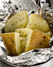 Steamed potatoes with butter