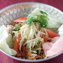 Green papaya salad (goi du du)