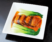 Stir-fried abalone with oyster sauce