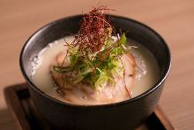 Buckwheat (soba) noodles with chicken and Japanese leek