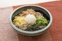 Wheat noodles topped with grated daikon radish
