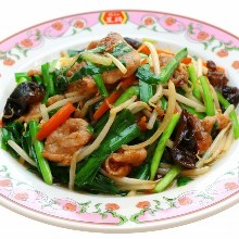 Stir-fried pork and garlic chives
