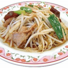 Stir-fried bean sprouts