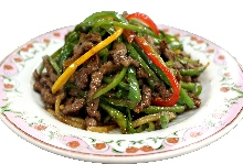 Thinly-sliced, stir-fried beef with green pepper