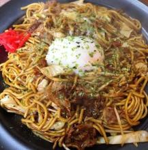 Yakisoba noodles with a soft-boiled egg