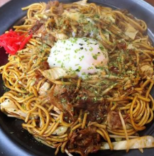 Yakisoba noodles with a soft-boiled egg