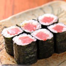 Tuna sushi rolls