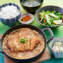 Locally raised chicken cutlet simmered with egg meal set