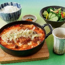 Locally raised chicken cutlet with tomato and cheese meal set
