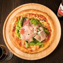 Prosciutto and arugula pizza