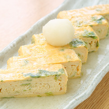 Japanese-style rolled omelet with sea lettuce