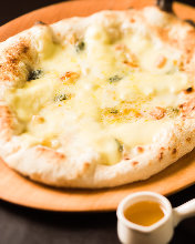 Mozzarella cheese pizza