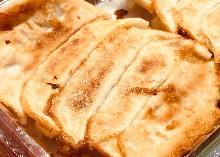 Pan-fried vegetable gyoza