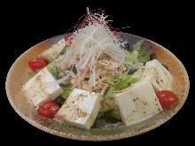 Sesame salad with steamed chicken and tofu