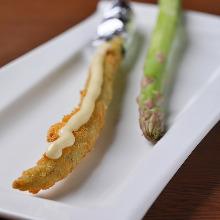 Fried asparagus skewer