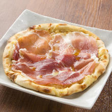 Raw ham pizza
