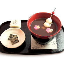 Oshiruko (sweet red bean soup with toasted rice cakes)