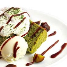 Matcha chiffon cake and vanilla ice cream