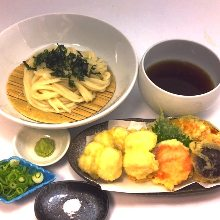 Tempura with noodles served on a bamboo strainer (soba noodles or udon)
