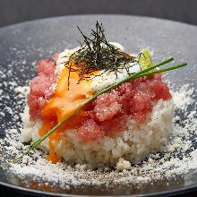 Finely minced tuna rice bowl