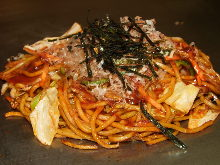 Yakisoba noodles with seafood