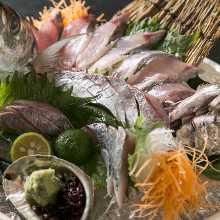 Horse mackerel sugata-zukuri (sliced sashimi served maintaining the look of the whole fish)