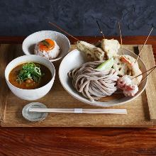 Kashiwa chicken keema curry chilled udon with assorted tempura skewers, 3 kinds