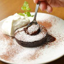 Fondant au chocolat and vanilla ice cream