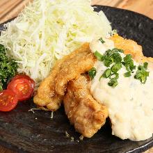 Fried chicken with vinegar and tartar sauce