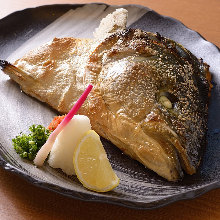 Salted and grilled yellowtail collar meat