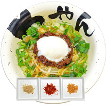 Noodles mixed with various meats and vegetables