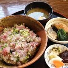 Horse mackerel rice bowl