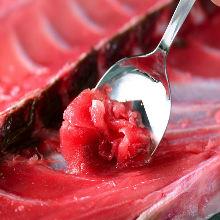Nakaochi (tuna rib) scrape on the bone