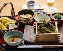 Tea-flavored buckwheat noodles and tempura set menu