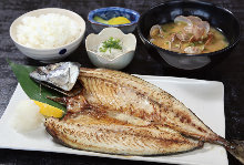 Salted and grilled mackerel set meal