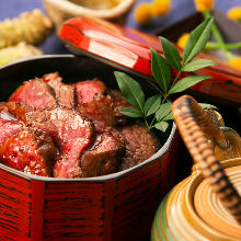 Grilled beef rice bowl meal set